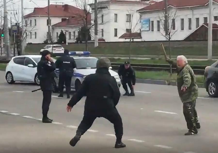 muzhchina_napal_na_policejskih_v_krasnodare