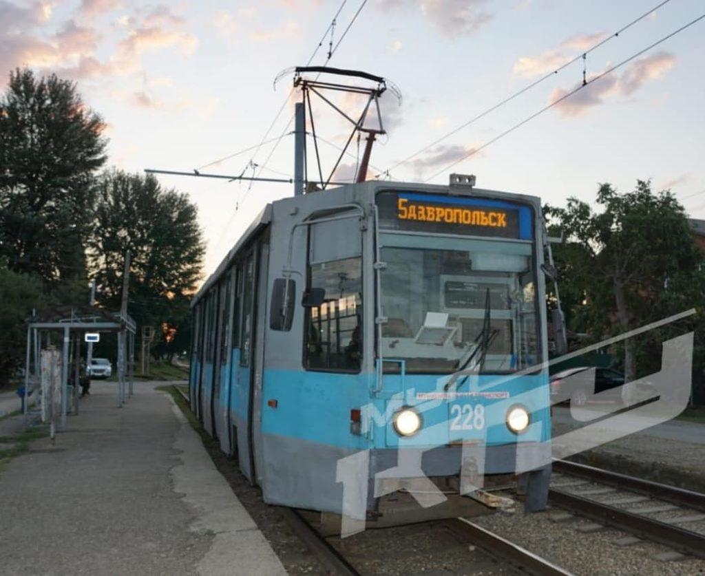 v_krasnodare_ograbili_i_izbili_konduktora_tramvaya_01