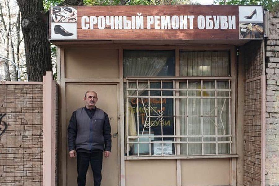 mehr_krasnodara_poobeshchal_obespechit_sapozhnika_dyadyu_grishu_zemelnym_uchastko_01