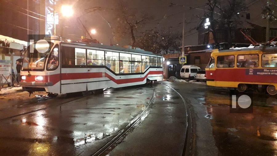 v_krasnodare_tramvaj_soshel_s_rel'sov