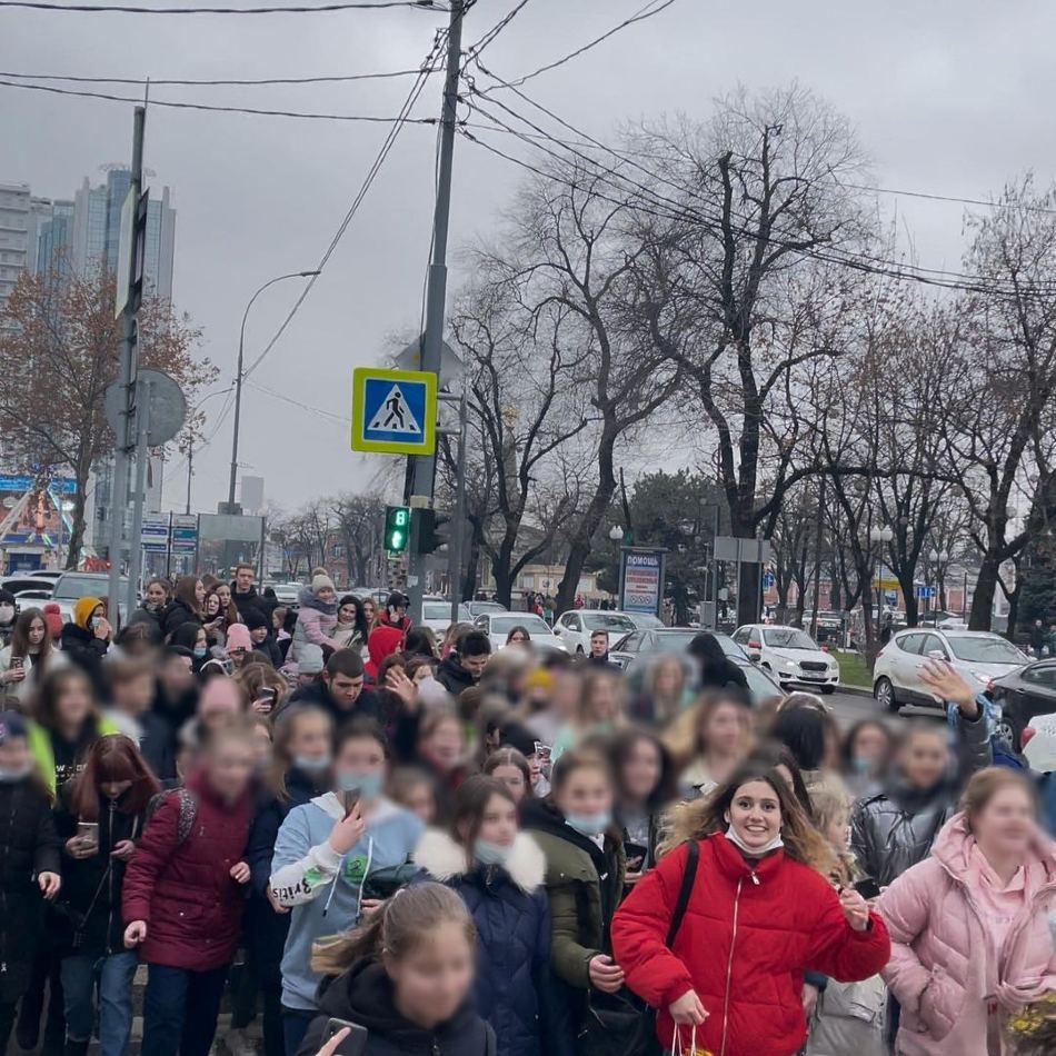 v_krasnodare_policiya_zaderzhala_tiktokera_danyu_milohina_iz_za_massovogo_skopleniya_ego_fanatov_01