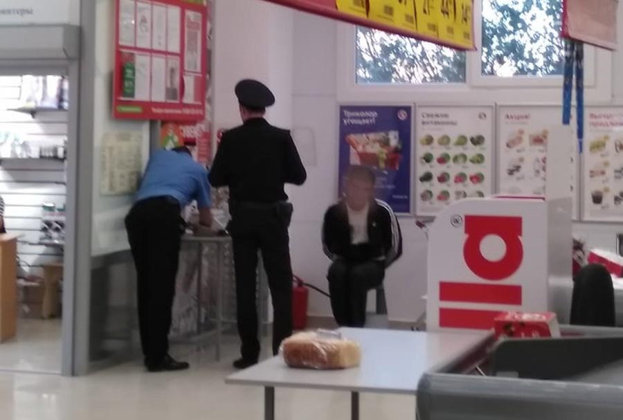 Мужчина со скальпелем ворвался в «Пятерочку» в Славянске-на-Кубани