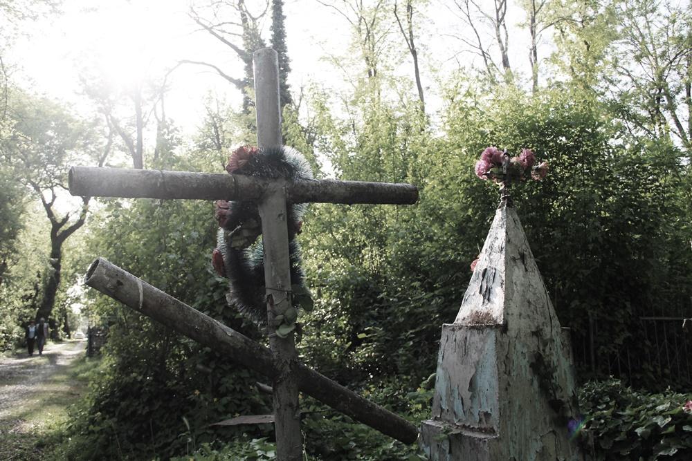 Жители Новороссийска пожаловались на нестерпимую вонь с кладбища