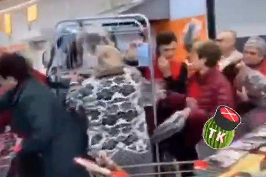 В краснодарском «Магните» устроили потасовку из-за сковородок