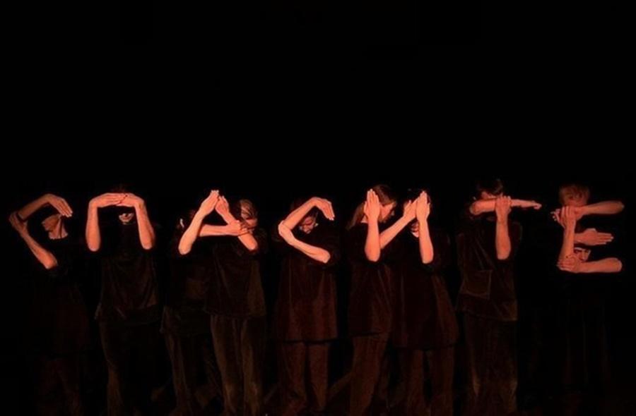 В Краснодаре Карабас-Барабас терроризирует кукольный театр