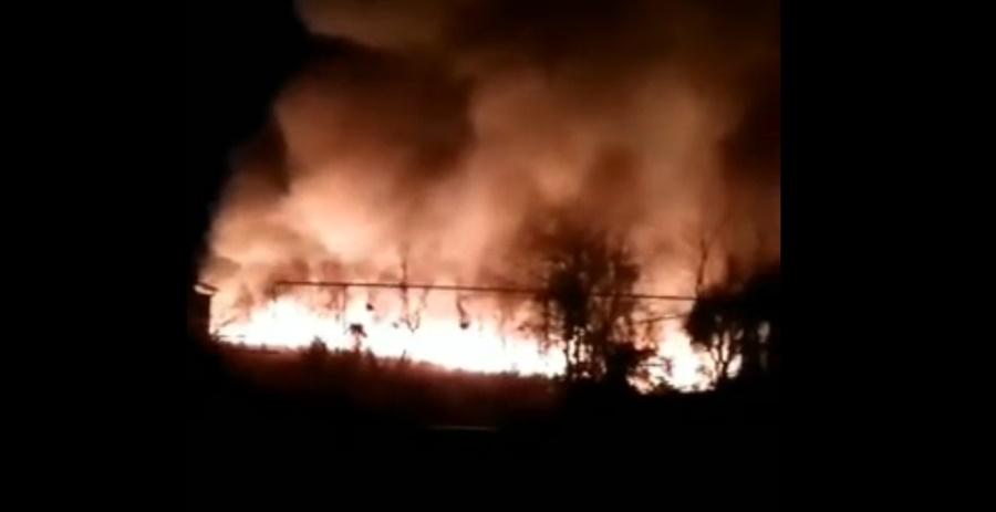 Крупный пожар в станице Медведовской попал на видео