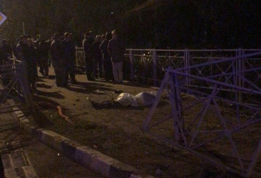В Сочи 16-летний водитель Mercedes погиб в ДТП