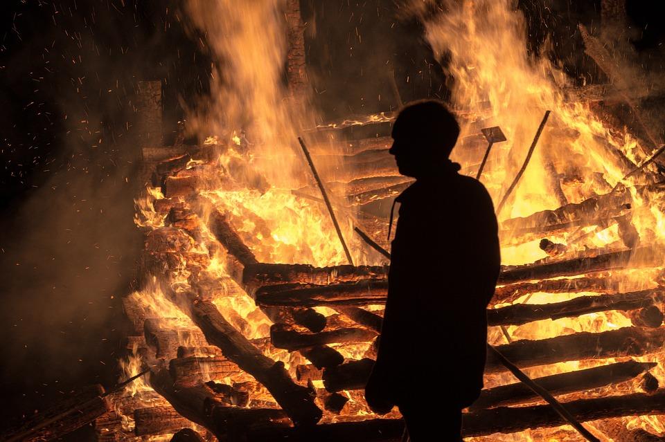 МЧС разыскивает курсанта, спасшего из огня женщину в Анапе