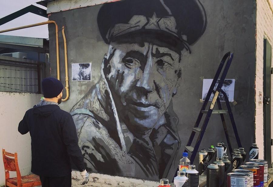 Граффити-портрет Юрия Никулина появился на стене котельной в Краснодаре