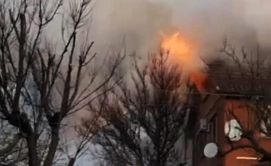Пожар в многоквартирном доме в Краснодаре попал на видео