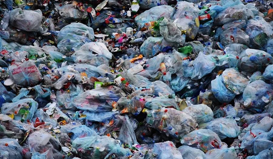 В Краснодаре мусор вывозили с одной улицы на другую за бюджетные деньги