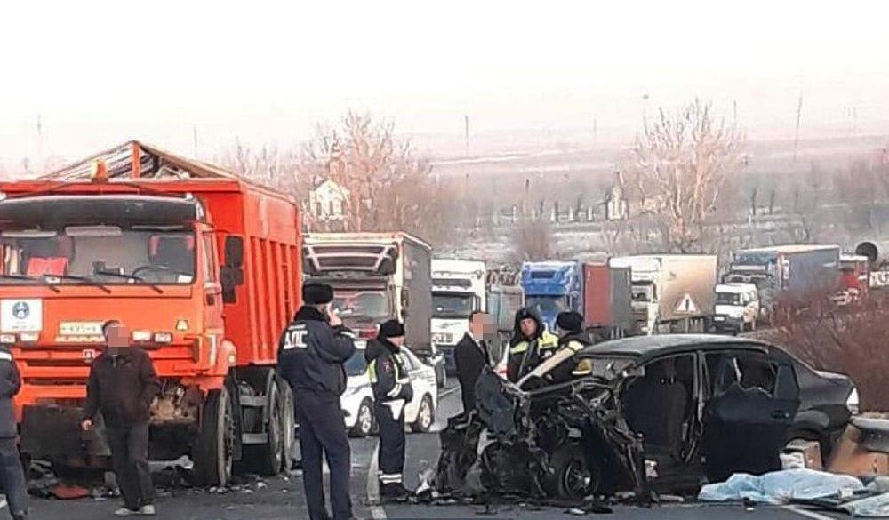Парень с девушкой погибли в ДТП на мосту через реку Кубань