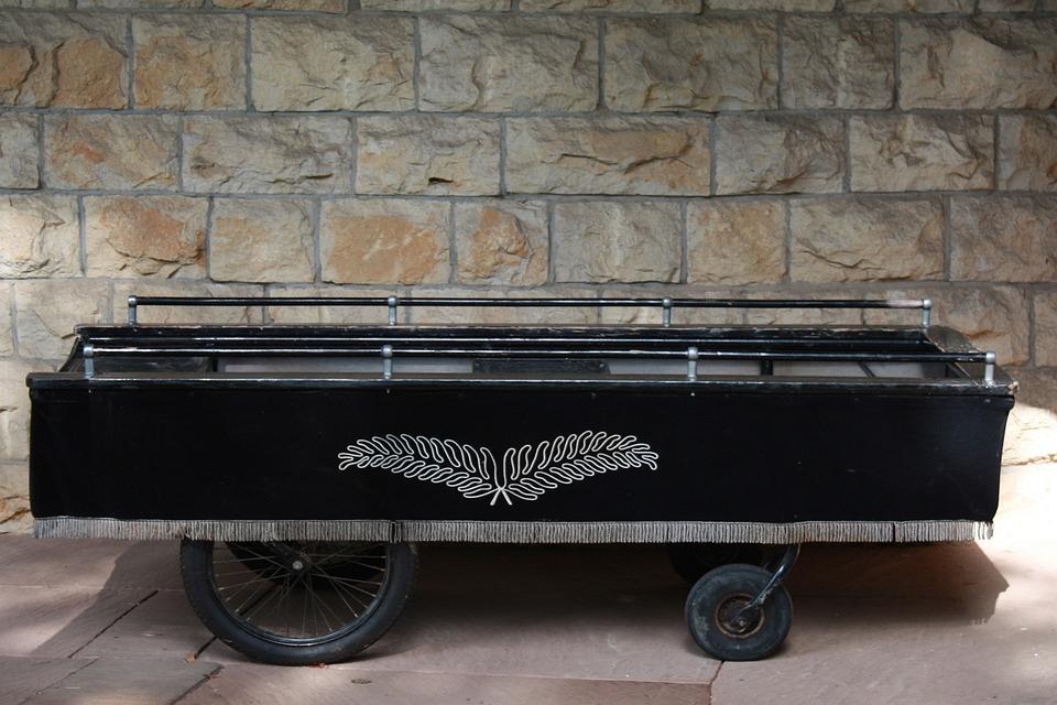 Гроб для живой матери получил от коллекторов житель станицы Кущевской