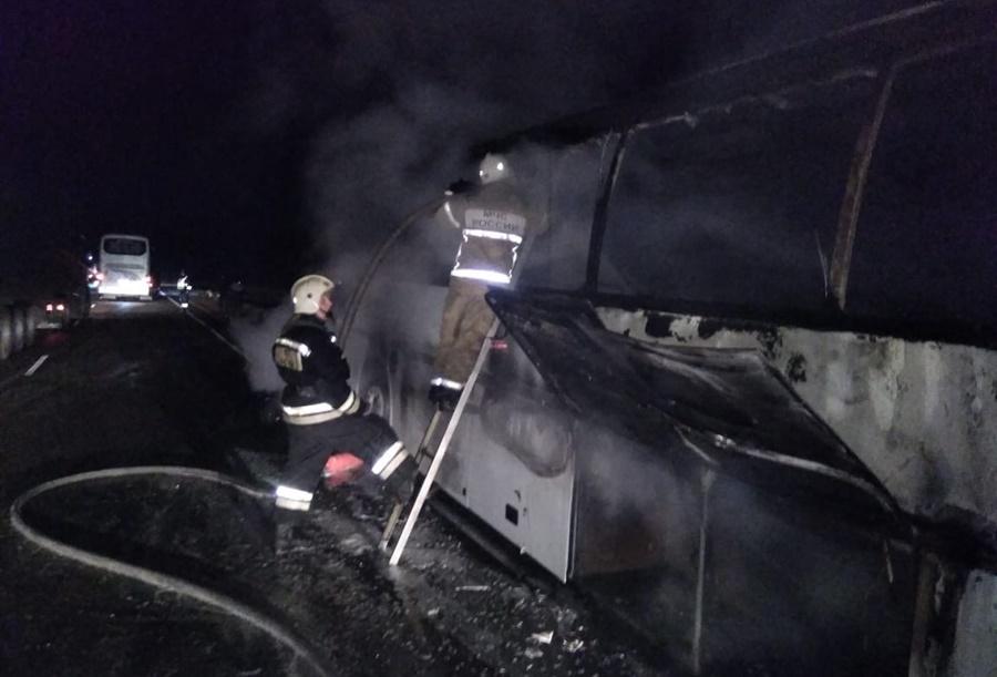 В Каневском районе на трассе сгорел пассажирский автобус