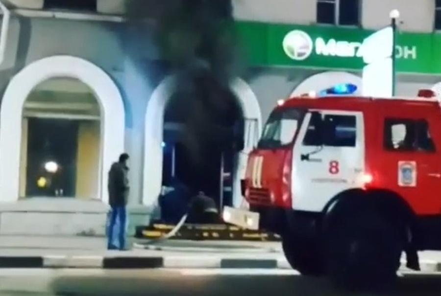 В Новороссийске сгорел салон сотовой связи