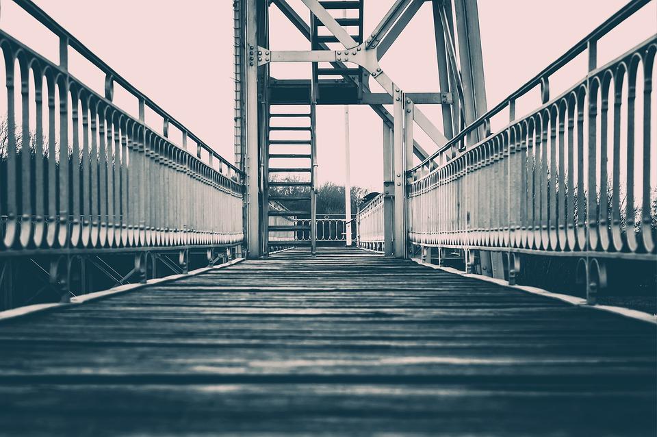 В Краснодаре мужчина собирался прыгнуть с Тургеневского моста