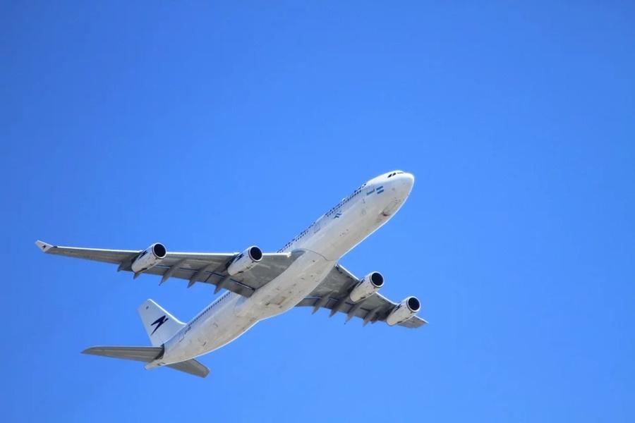 На борту самолета Краснодар-Москва сработал сигнал тревоги