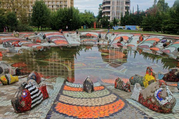 В Сочи отреставрируют уникальный бассейн с фонтаном «Рыбки» Зураба Церетели