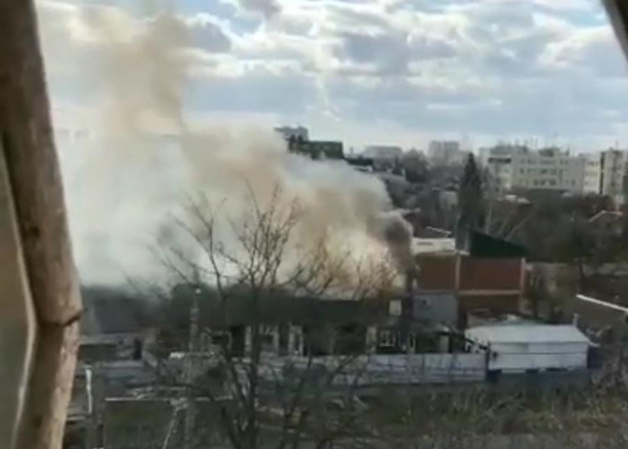 В Краснодаре возле ТЦ «Кристалл» сгорела автомойка
