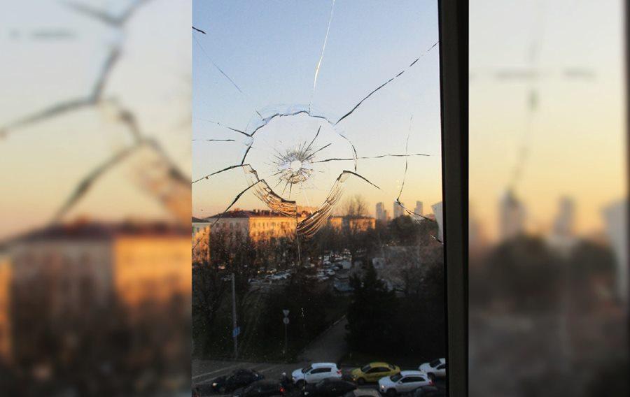 Неизвестные дважды обстреляли жилой дом напротив «Авроры» в Краснодаре