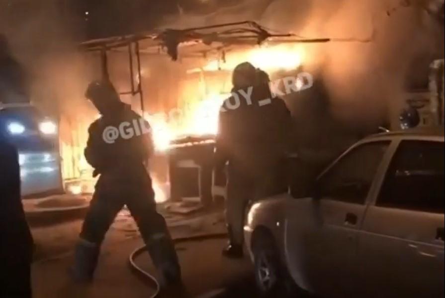 В Краснодаре сгорел торговый павильон