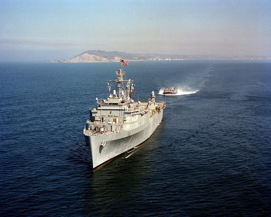 Эсминец ВМС США вошел в акваторию Черного моря