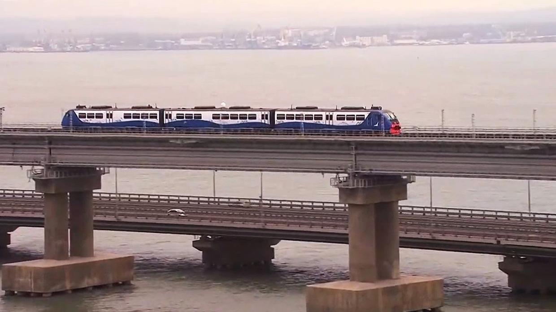 Сегодня начал курсировать поезд между Анапой и Керчью по Крымскому мосту