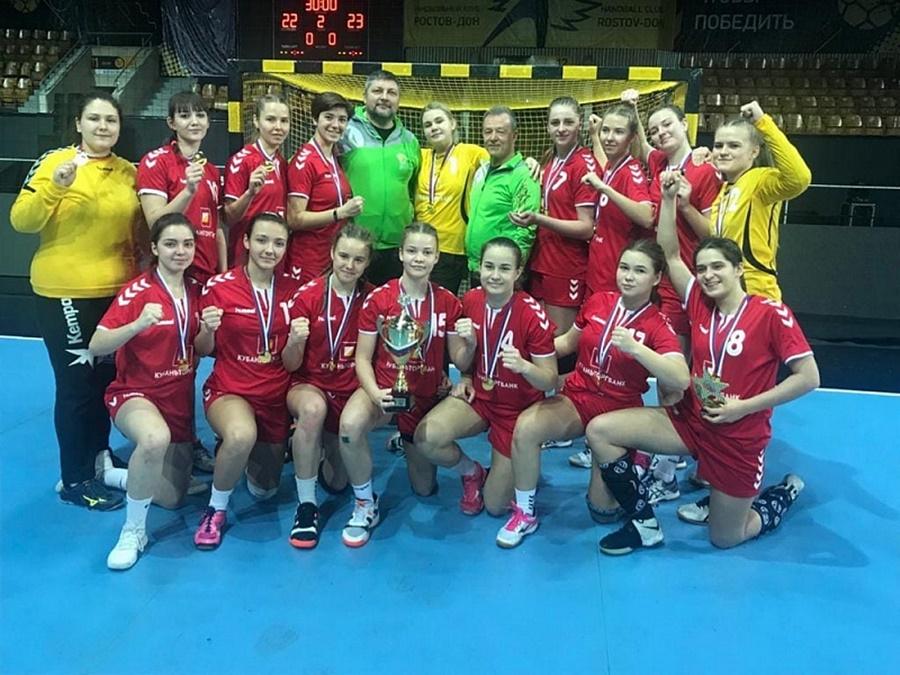 Молодежная женская сборная по гандболу из Краснодарского края стала сильнейшей в России