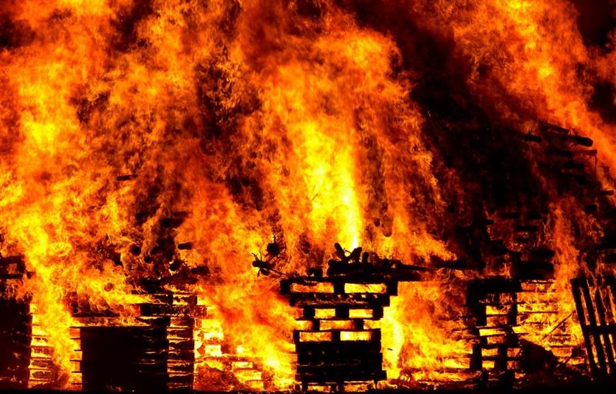 В Краснодаре при пожаре в хозпостройке пострадал человек