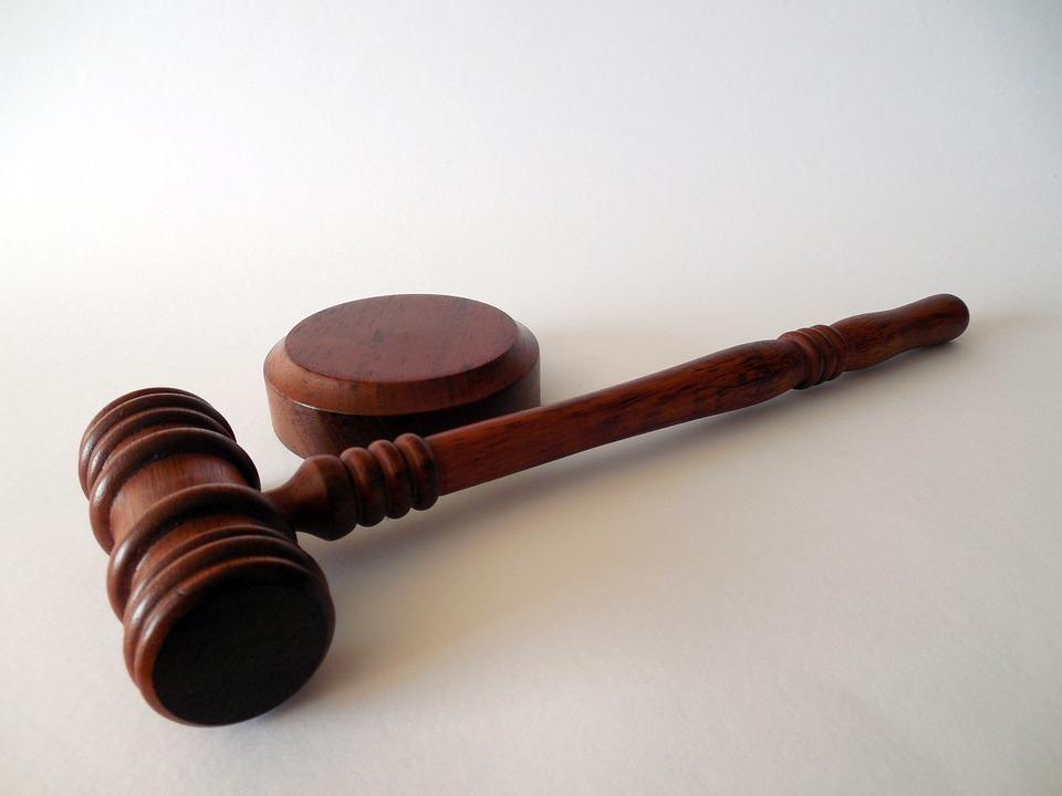Обвиняемого в двойном убийстве отпустили из здания суда после вынесения приговора