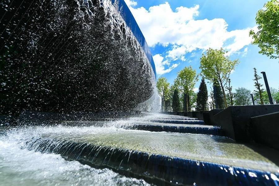 Гостей парка Галицкого вновь просят не купаться в фонтанах