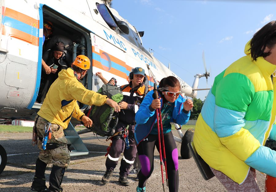 Заблудившихся в горах Сочи туристов эвакуировали на вертолете