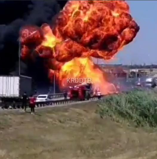 На Кубани загорелся и взорвался грузовик
