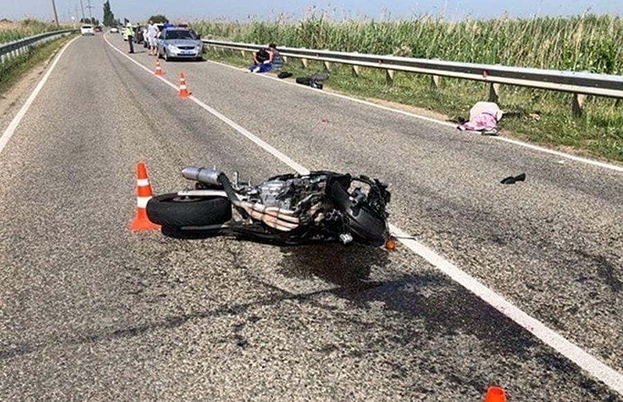 Мотоциклист с пассажиром разбились насмерть на кубанской трассе