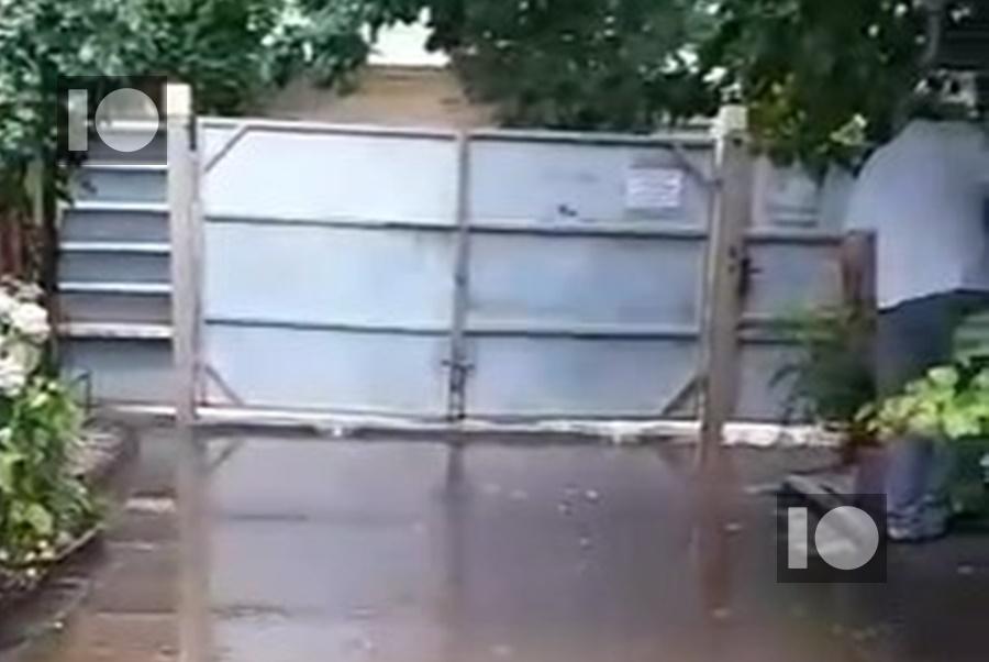 В Краснодаре после ремонта тротуара затапливает дома на ул. Октябрьской