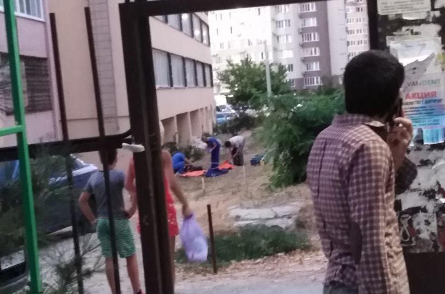 В Анапе 18-летний парень выпрыгнул из окна пятого этажа