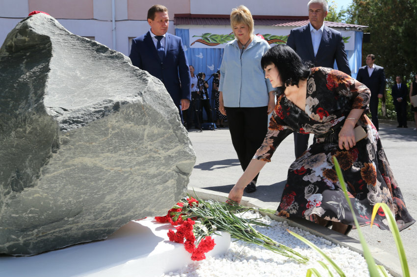 В Крыму увековечили память детей, убитых фашистами в ейском детдоме