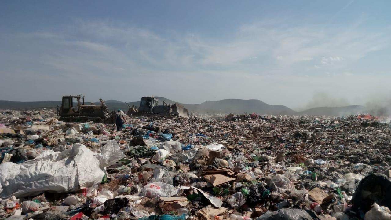 Спустя сутки пожар на мусорном полигоне в Новороссийске потушен