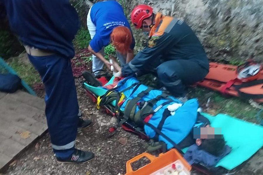 В Гуамском ущелье упавшего со скалы ребенка от гибели спас рюкзак
