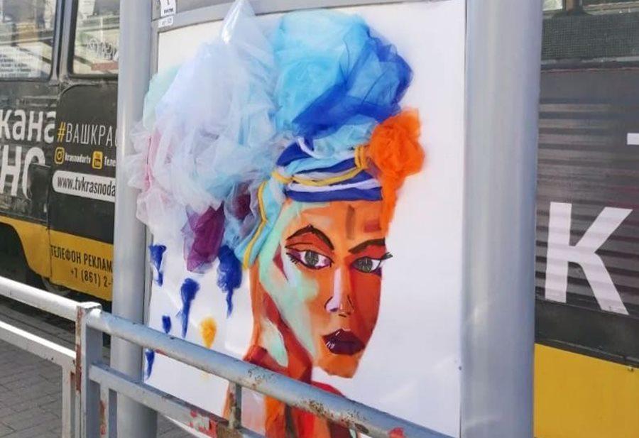 В Краснодаре остановки украсили картинами из фатиновой ткани