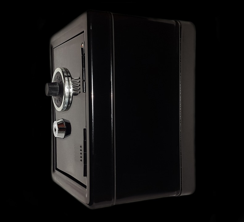 На Кубани из магазина похитили сейф с 13 миллионами рублей