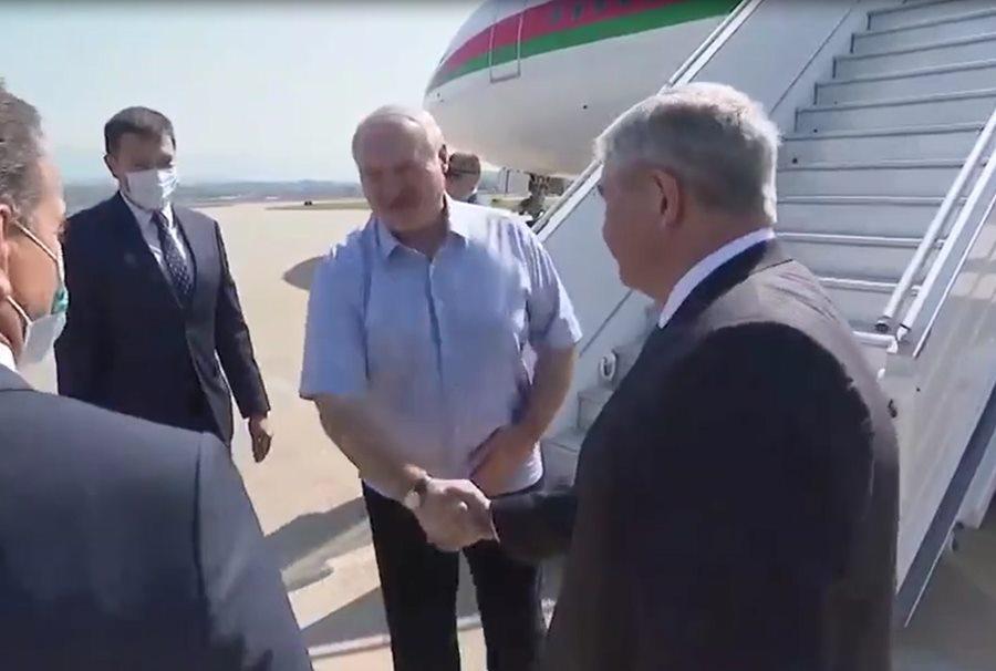 Лукашенко прилетел в Сочи на встречу с Путиным