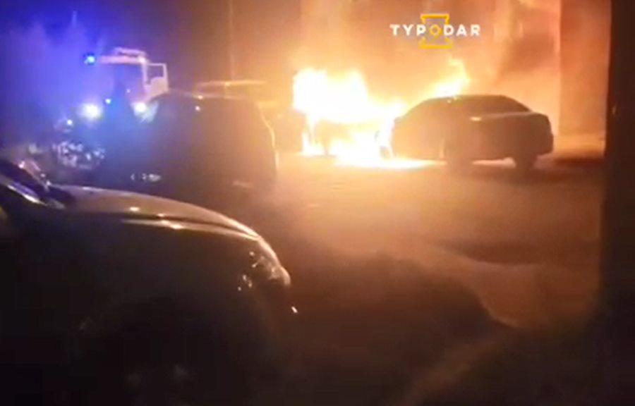 В Краснодаре ночью сгорели две машины