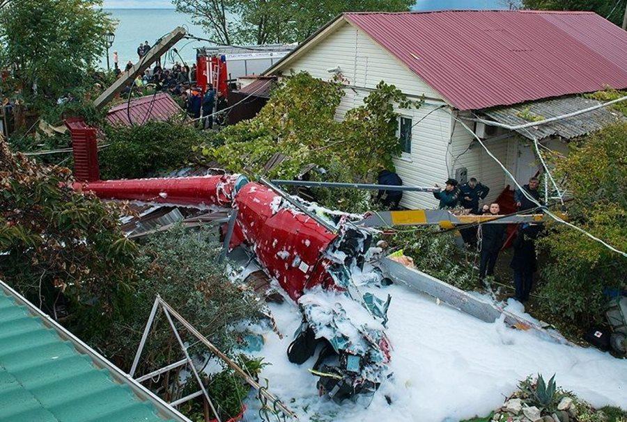Пилот рухнувшего на частный дом в Сочи вертолета пойдет под суд