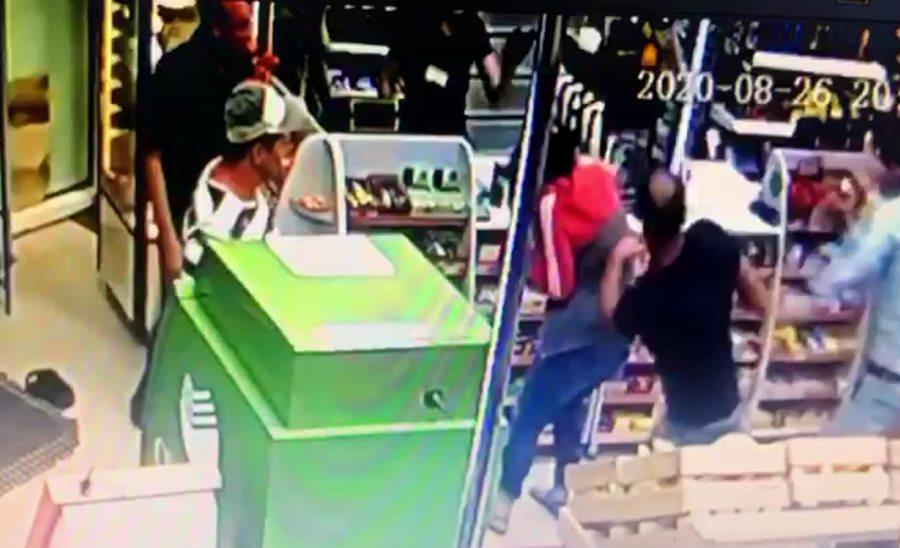 В Краснодаре мужчина изрезал ножом незнакомца в продуктовом магазине