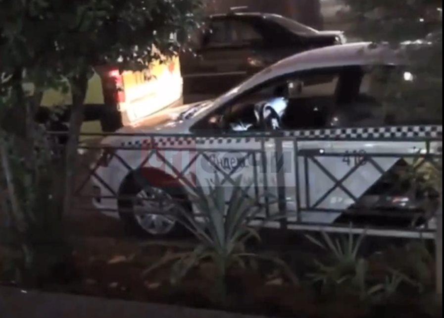 В Сочи водитель такси обнаружен мертвым за рулем служебного авто