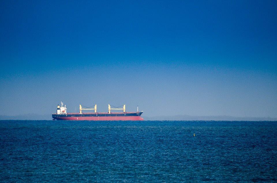 В Азовском море на нефтяном танкере произошел взрыв
