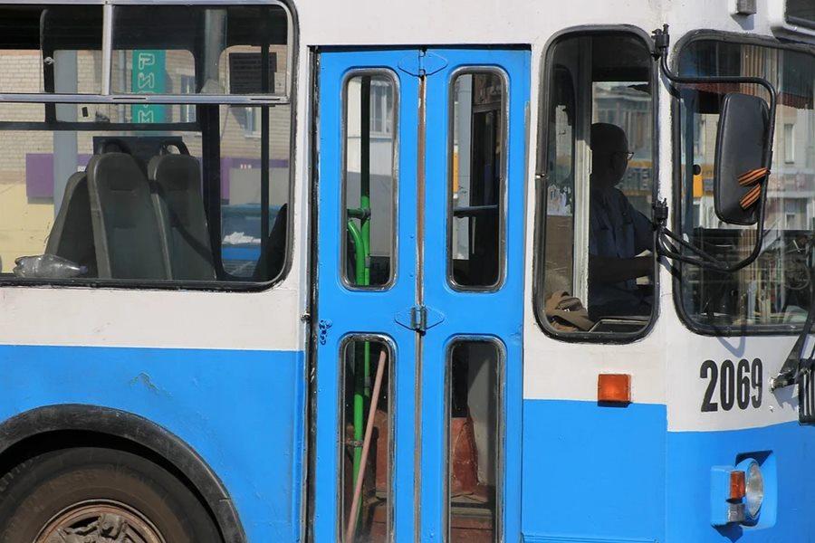 В Новороссийске пенсионерка выпала из троллейбуса
