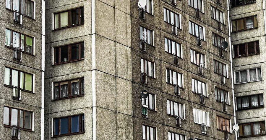 «Да кому я нужен?»: в Новороссийске мужчина насмерть разбился при падении с балкона 17-го этажа