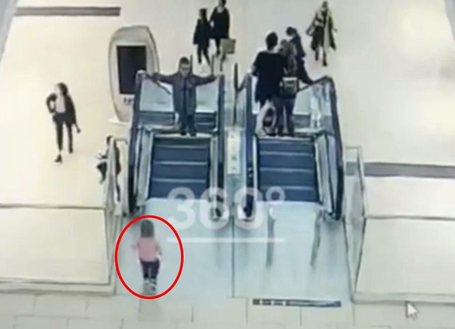 Появились кадры, как руку девочки затянуло в эскалатор в сочинском ТЦ «МореМолл»